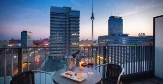 Holiday Inn Berlin - Centre Alexanderplatz - ברלין - מרפסת