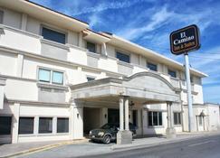 Hotel El Camino Inn & Suites - Рейноса - Building