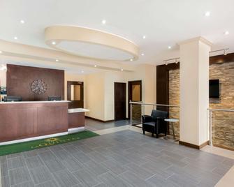 La Quinta Inn & Suites by Wyndham Oshawa - Oshawa - Rezeption