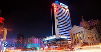 Qian Lv Chen Dazhen Hotel - Куньмин - Здание