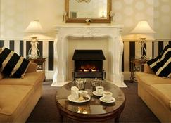 The Royal Hotel - Scarborough - Living room