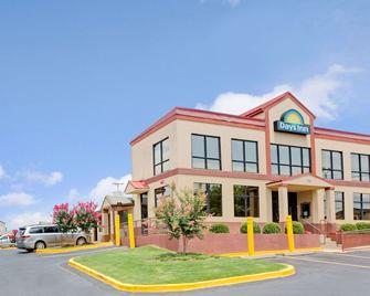 Days Inn by Wyndham Lawrenceville - Lawrenceville - Building