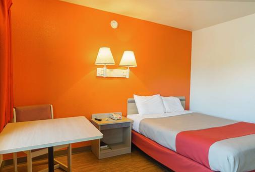 Motel 6 Russellville, AR - Russellville - Bedroom