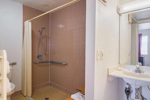 Motel 6 Russellville, AR - Russellville - Bathroom