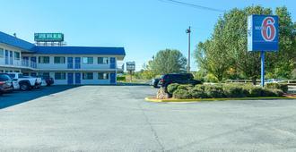 Motel 6 Russellville Ar - Russellville - Building