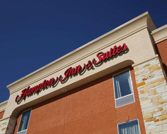 Hampton Inn & Suites Winnie - Winnie - Building