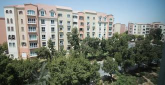 One Perfect Stay - Discovery Gardens - Dubai - Building