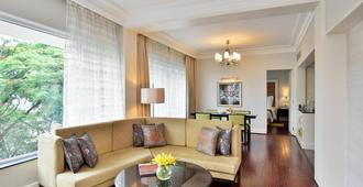 Lakeside Chalet, Mumbai - Marriott Executive Apartments - מומבאי - סלון