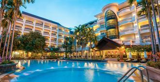 Borei Angkor Resort & Spa - סיאם ריפ - בריכה