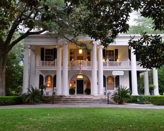 Belle Oaks Inn - Gonzales - Building