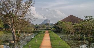 Water Garden Sigiriya - Sigiriya