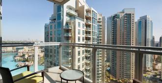 Ramada by Wyndham Downtown Dubai - דובאי - מרפסת