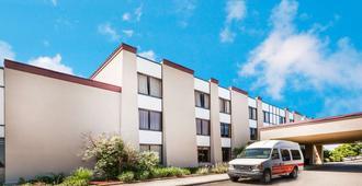 Ramada by Wyndham Lansing Hotel & Conference Center - Lansing