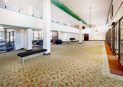 Ramada by Wyndham Lansing Hotel & Conference Center - Lansing - Lobby