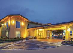 La Quinta Inn by Wyndham Moline Airport - Moline - Building
