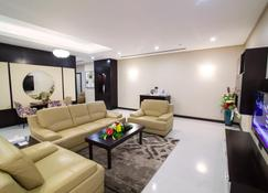 Atiram Premier Hotel - Manama - Sala de estar