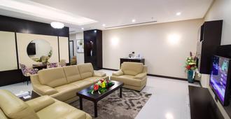 Atiram Premier Hotel - מאנאמה - סלון
