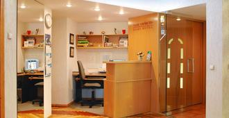 Home B&b - Kaunas - Front desk