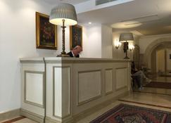 Osborne - Valletta - Front desk