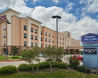 Hampton Inn & Suites Waco-South - Waco - Building