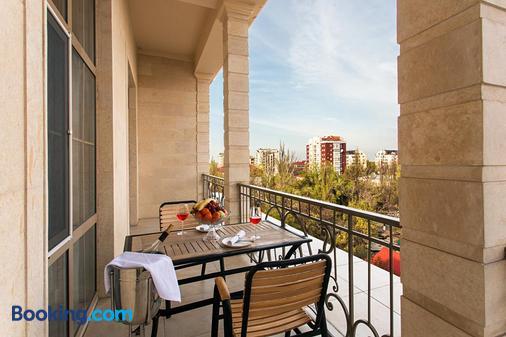 Ambassador Hotel - Μπισκέκ - Μπαλκόνι