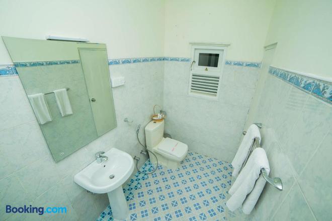 Range Hotel Kandy - Kandy - Bathroom