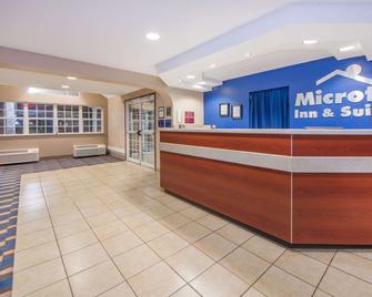 Microtel Inn & Suites by Wyndham Miami - Miami - Recepce