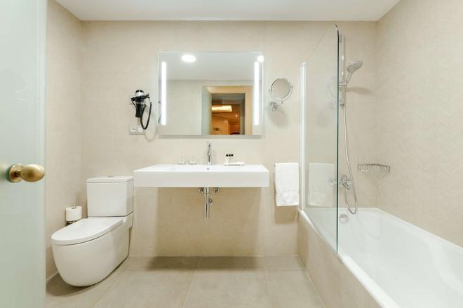 Hesperia Sant Just - Barcelona - Bathroom