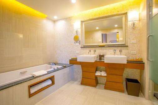 關島都喜天麗度假酒店 - 關島 - 浴室
