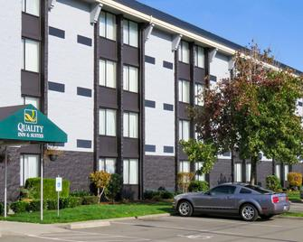 Quality Inn And Suites Everett - Everett - Building