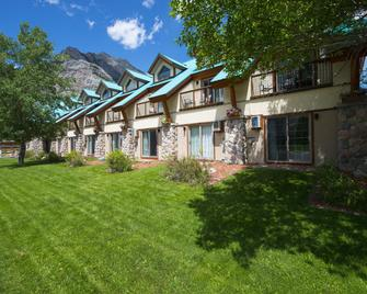 Waterton Glacier Suites - Waterton - Building
