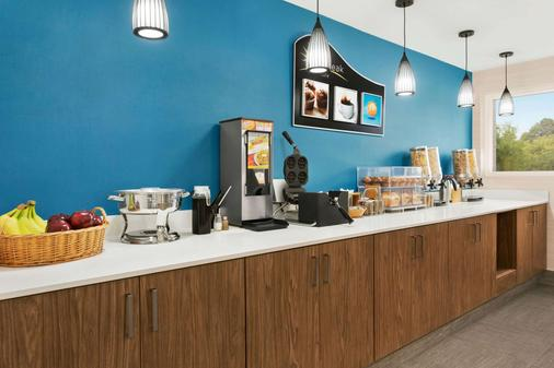 Days Inn by Wyndham Kingston - Kingston - Buffet