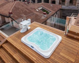 โรงแรมมิลาโน และสปา - เวโรนา - สระว่ายน้ำ