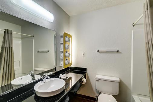 Motel 6 Georgetown - Lexington North - Georgetown - Bathroom