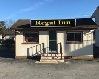 Regal Inn - Onley - Building