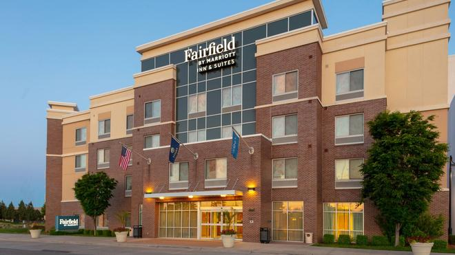 Fairfield Inn and Suites by Marriott Wichita Downtown - Ουιτσίτα - Κτίριο