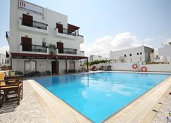 Iliovasilema - Naxos - Pool