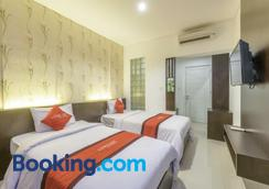 Lowcost Bed & Breakfast - South Kuta - Bedroom