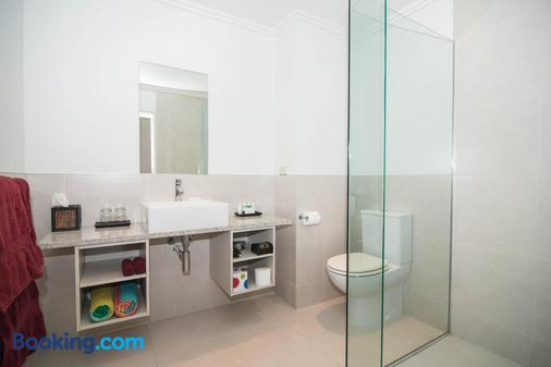 Decks of Paihia - Paihia - Phòng tắm