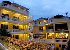 Mermaid Resort Puerto Galera - Puerto Galera - Rakennus