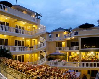 Mermaid Resort Puerto Galera - Puerto Galera - Edifício