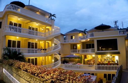 Mermaid Resort Puerto Galera - Puerto Galera - Building