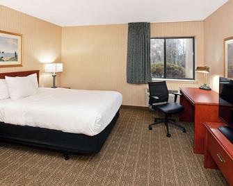 La Quinta Inn & Suites by Wyndham Stevens Point - Stevens Point - Bedroom
