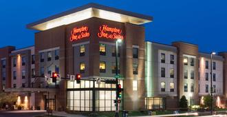 Hampton Inn & Suites Omaha-Downtown - Omaha - Building