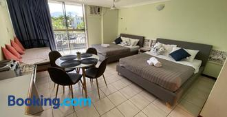 Cairns Holiday Lodge - Cairns