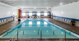 Comfort Inn & Suites Event Center - דה מואן - בריכה