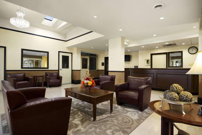 Super 8 by Wyndham Brockville - Brockville - Lounge