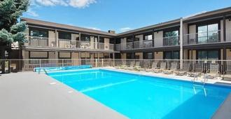 Mission Park Inn - Kelowna - Pool