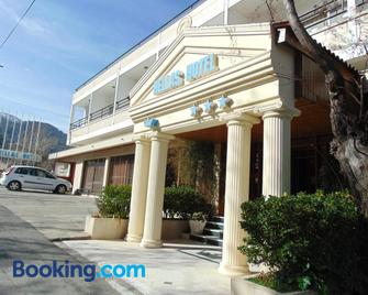 Hellas Hotel - Kakopetria - Building