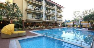 Deltin Suites - Candolim - Pool